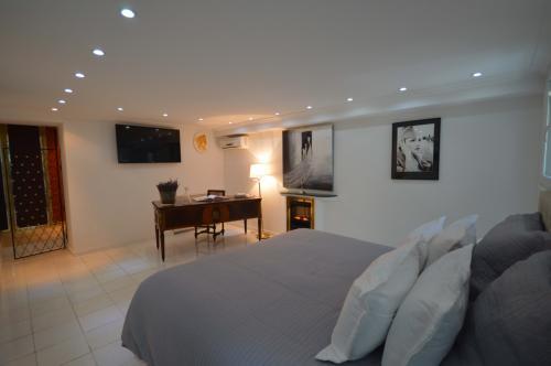 c02.410 As well as modern amenities