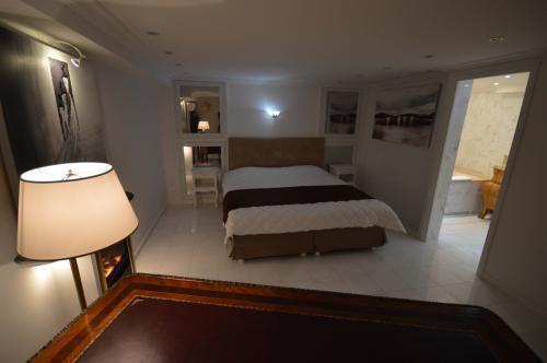 c02.410 Churchill master suite (4)