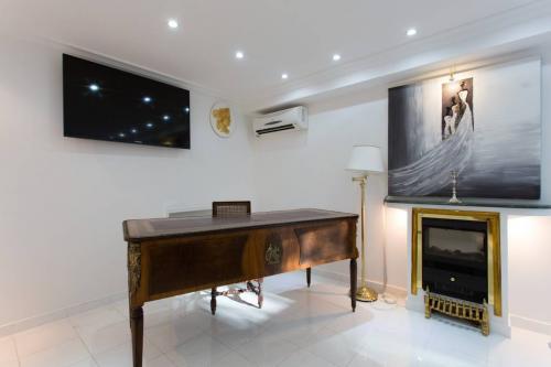 c02.410 Churchill master suite (5)