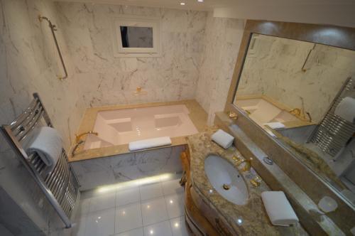 c02.450 Churchill bath (4)