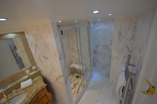 c02.450 Churchill bath (5)
