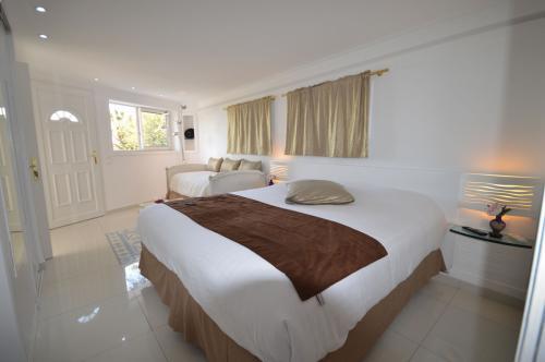 c03.210 Garbo Suite